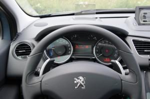 Toyota Prius,Peugeot 3008 HYbrid4, toyota prius test, prius test, toyota test, hybrydowa toyota, prius cena, prius pojemność bagażnika, prius pojemność zbiornika paliwa, prius wymiary, prius awaryjnosc, prius serwis, prius koszty serwisu, prius czy warto, plusy hybrydy, hybryda z dieslem, hybrydowy peugeot, koszt serwisu peugeot, 3008 hybrid4 test, 3008 test, peugeot 3008 test, hybrid4 test, cena hybrid4 peugeot, czy warto kupic hybrydowego diesla, hybryda z dieslem