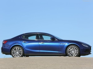 Maserati-Ghibli_2014_800x600_wallpaper_39