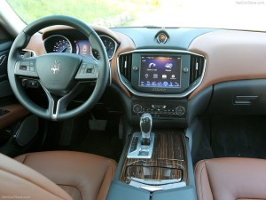 Maserati-Ghibli_2014_800x600_wallpaper_78