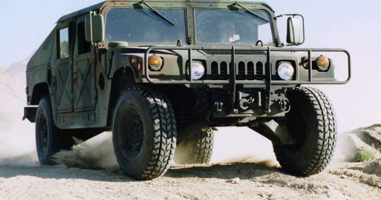 Hummer-Humvee_Military_Vehicle_2003_800x600_wallpaper_01