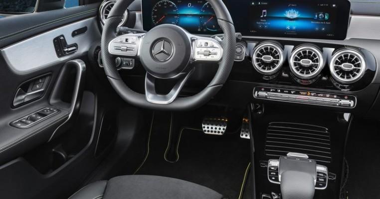 Mercedes-Benz-A-Class-2019-800-2d