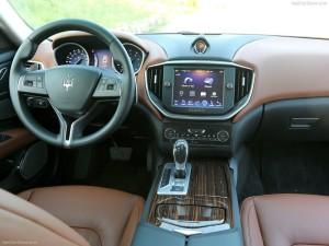 Maserati-Ghibli_2014_800x600_wallpaper_78